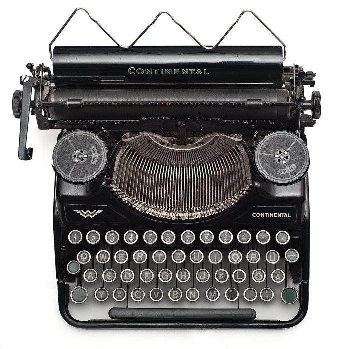 vintage-old-typewriter-102100[1]