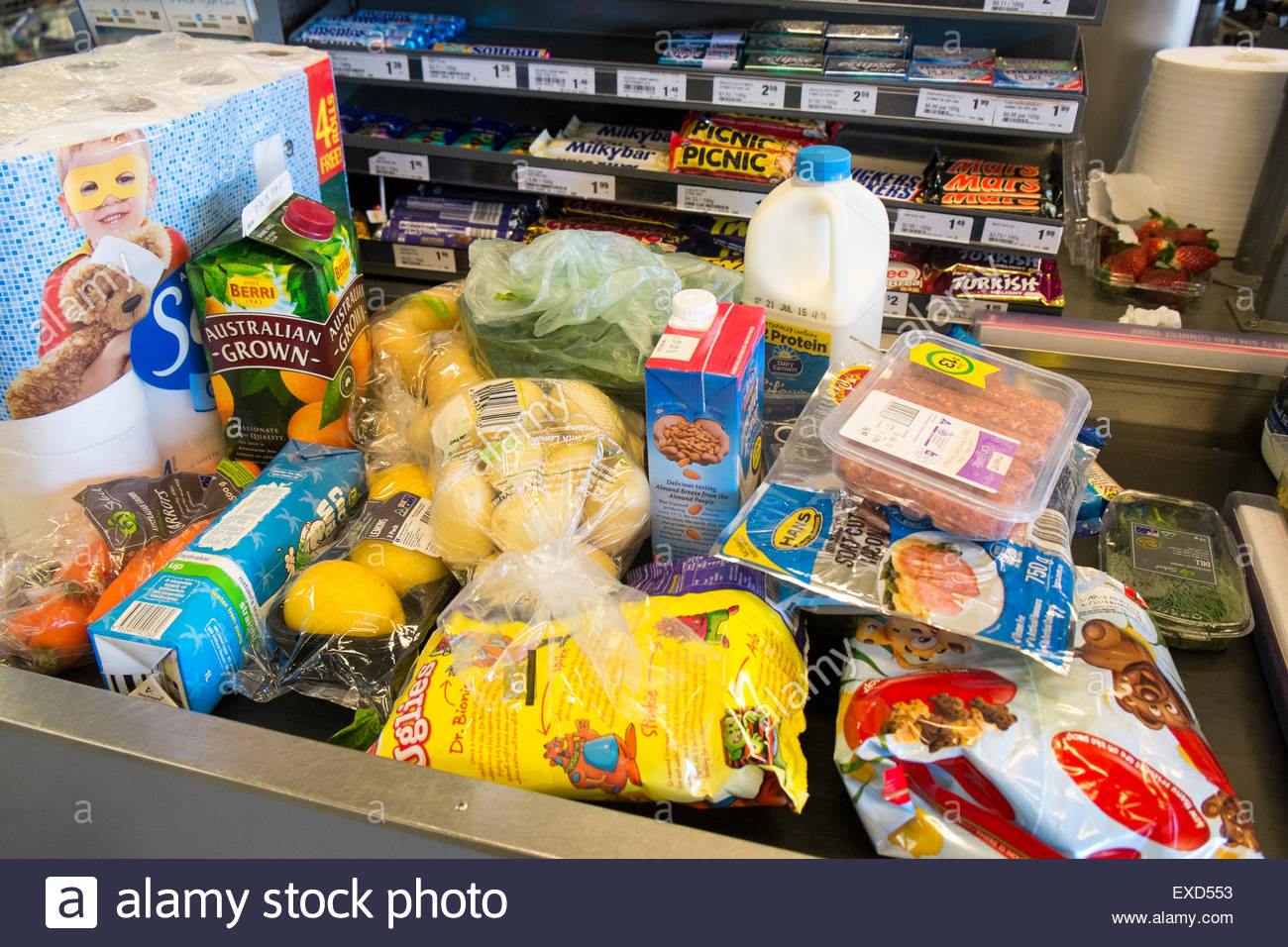 food-on-the-checkout-conveyor-belt-in-an-australian-woolworths-supermarket-EXD553[1]